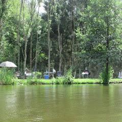 zelten am Teich 1